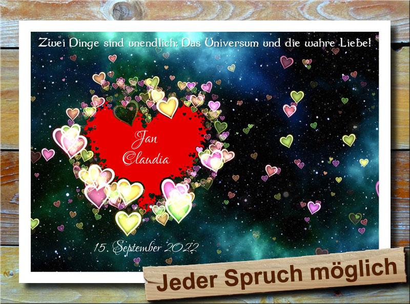 Rotes Herz im fernen Universum der Liebe