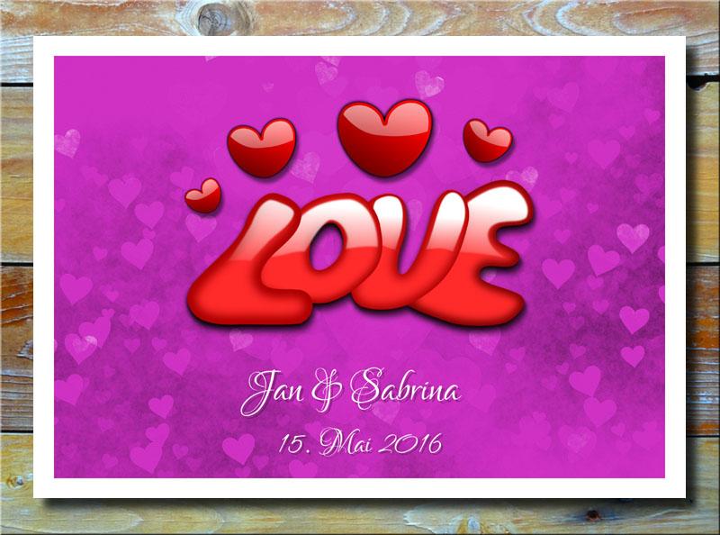 Love auf Herzen in Violett