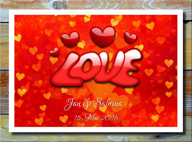 Love auf Herzen in Rot